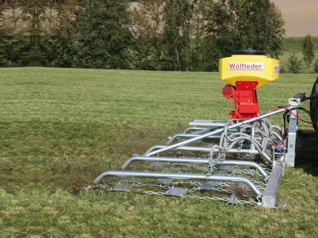 Wölfleder Wieseneggen: NEU mit pneumatischem Sägerät für eine optimale Saatgut Einarbeitung.
